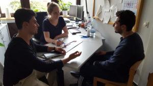 Gespräch mit einem geflüchteten Jugendlichen im Rahmen der Schuleingangsuntersuchung